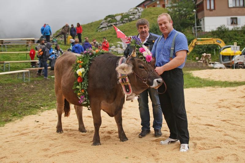 Rind Pink mit Spender Hans Durrer, Älpli Hütte Cheselen und Sieger Thomas Zaugg